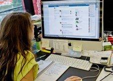 Facebook, Twitter'dan sonra bu sefer de LinkedIn'e doğru bir adım atmaya hazırlanıyor