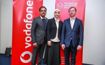 Soldan: Vodafone Türkiye Teknolojiden Sorumlu İcra Kurulu Başkan Yardımcısı Mallik Rao, DTÜ 5G Laboratuvar Araştırma Grubu Lideri Meryem Şimşek, DTÜ Vodafone Mobil İletişim Sistemleri Bölüm Başkanı Profesör Gerhard Fettweis
