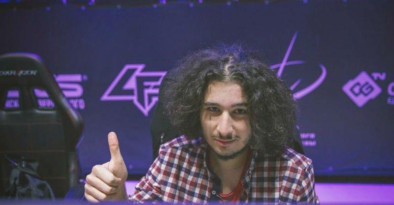 E-sporcu Selim Oynar