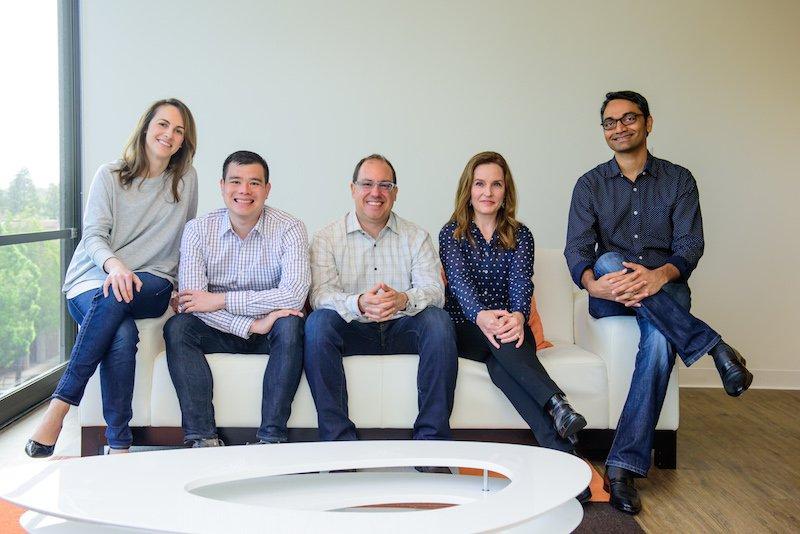 Türkiye doğumlu olan Şenkut, aynı zamanda Google'ın ilk çalışanlarından biri (ortada)