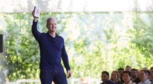 Tim Cook Apple'ın sürücüsüz otomobil çalışmalarını doğruladı