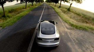 Tesla, araç sigortası sistemini altüst edecek bir anlaşmaya imza attı