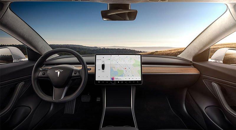 Tesla'nın merakla beklenen Model 3 otomobili sonunda görücüye ...