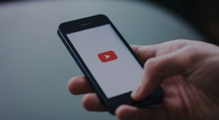 YouTube mobilde video hızını değiştirme özelliğini test ediyor