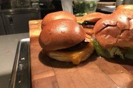 Google, Android burgeri çalışanlarına servis etti