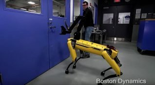 Boston Dynamics'in kapı açan robotu SpotMini'den yeni video