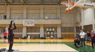 Toyota'nın basket atabilen robotu ile tanışın