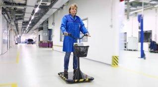 BMW, fabrika içinde çalışanları taşıyacak elektrikli araçlar geliştirdi